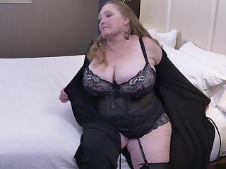 Chesty mature BBW Lindy Hanker after masturbates with a dildo