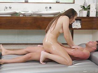 Sexual massage leads hottie to reach insane orgasms