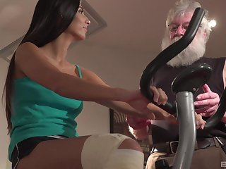 Brunette Angela Allisone gets her pussy protected wide of an older lady's man