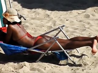 RED BIKINI IN BOA VIAGEM BEACH, RECIFE CITY.