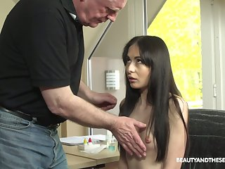 Grey haired pervert is oven-ready with such a correct blowjob unconnected with Roxy Sky