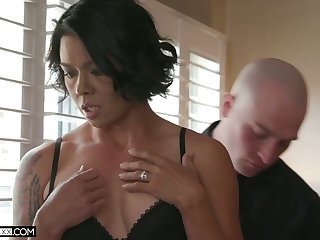 Sex-hungry seductress Dana Vespoli hooks relative to with her new defoliated headed lover