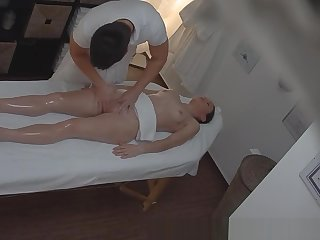 Czech Amateur Unladylike Gasping from Pussy Massage