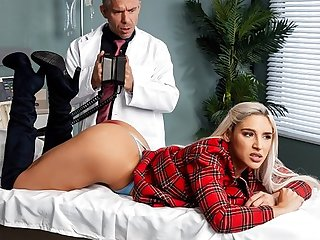 Blonde near great ass inserts holes for shagging near doctor