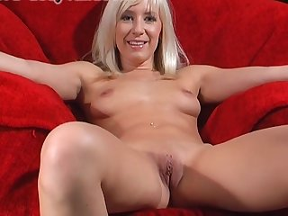 Shaved pussy amateur Karlie Simon enjoys pleasuring will not hear of cravings