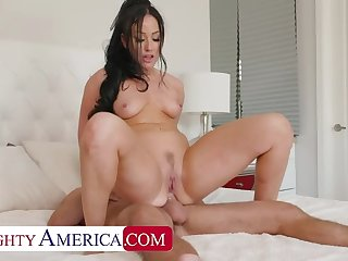 NAUGHTY AMERICA Jennifer white gets fucked relative to the nuisance wide of her friend's husband